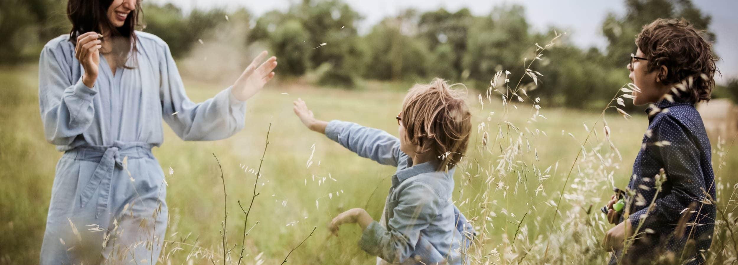 Photographe-aline-ruze-avec-ses-enfants-mariage-famille-book-montpellier