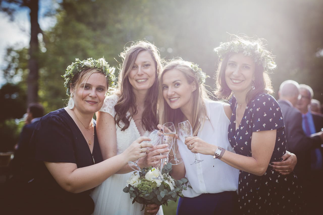 13-photo-cockail-vin-honneur-naturel-reportage-photo-mariage-haut-gamme-luxe-chic-boheme-champetre-minimaliste-photographe-aline-ruze-domaine-verchant-montpellier-4