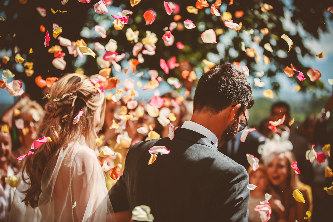 5-photo-ceremonie-eglise-naturel-reportage-photo-mariage-haut-gamme-luxe-chic-boheme-champetre-minimaliste-photographe-aline-ruze-abbaye-valmagne-montpellie-11