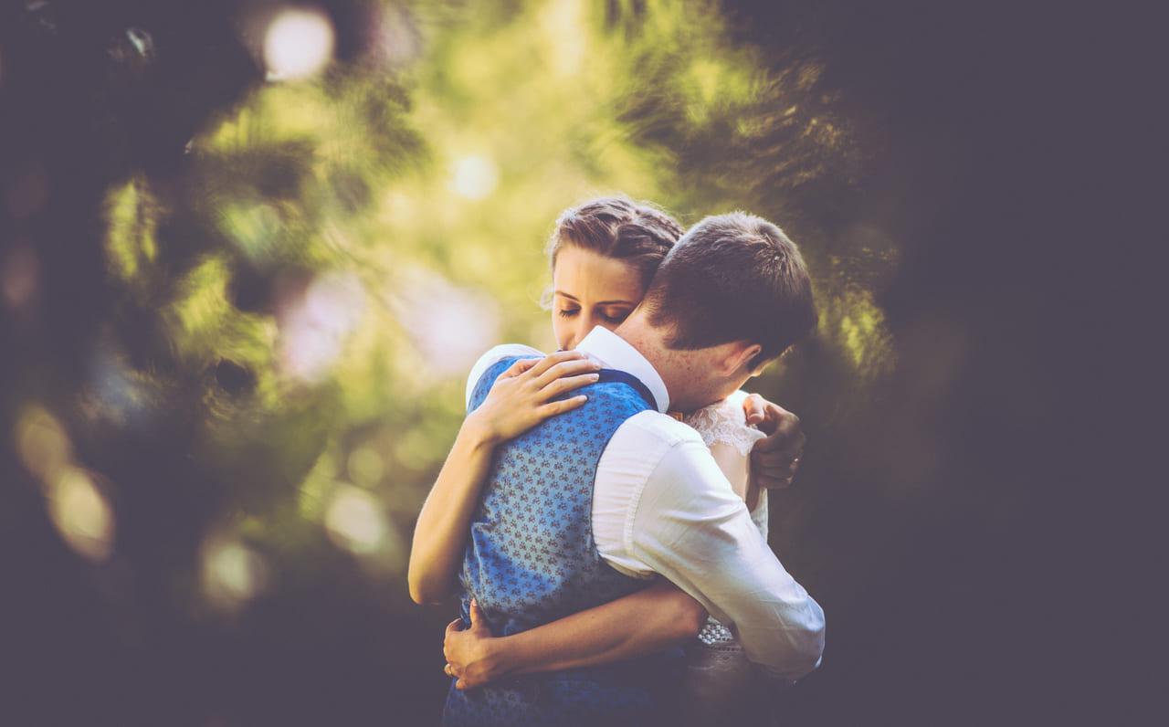 photo-couple-naturel-reportage-photo-mariage-haut-gamme-luxe-chic-boheme-champetre-minimaliste-photographe-aline-ruze-chateau-roquelune-pezenas-montpellier