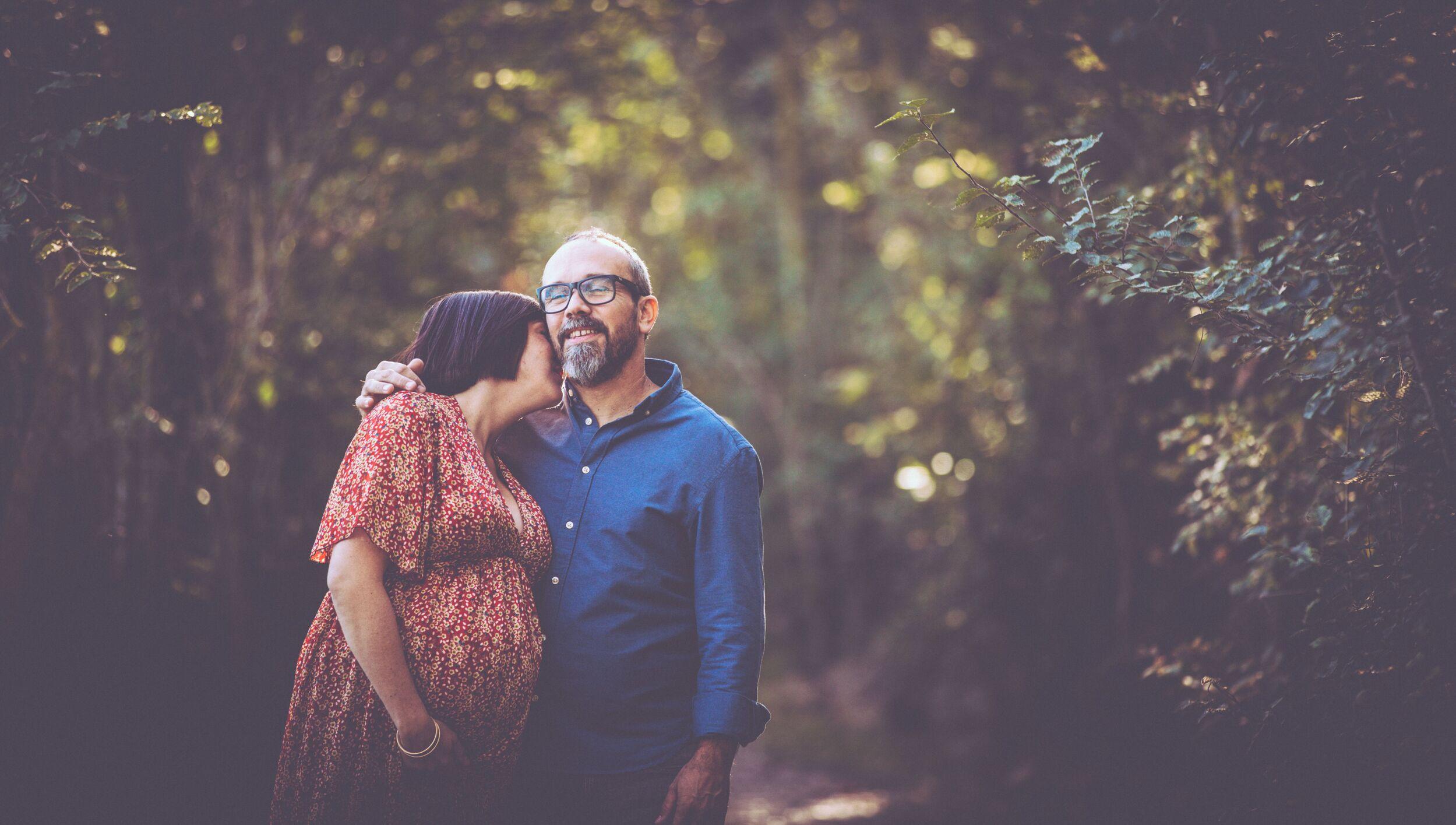 Photographie d'un couple dans la nature par Aline ruzé Photographe Montpellier